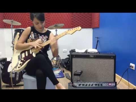 X  Guitarzana Juliana Vieria Tests Drives Her Hot Rod Deville Meu Deus! (видео)