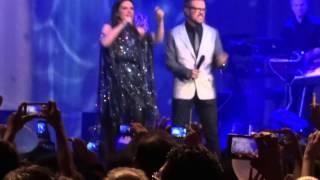 Laura Pausini ft Aleks Syntek - Entre tú y mil mares - Arena Ciudad de México (28 02 14)