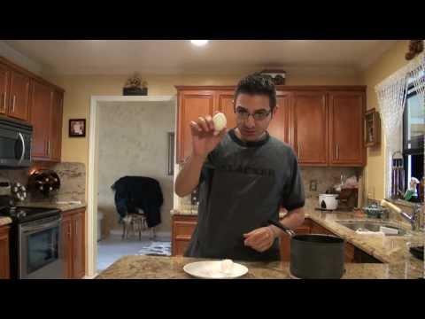 如果你每次剝蛋殼都剝得到處都是,快來看看如何用「吹」的2秒就幫水煮蛋完美脫殼!