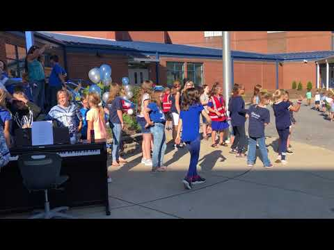 Video: Ketron students dance