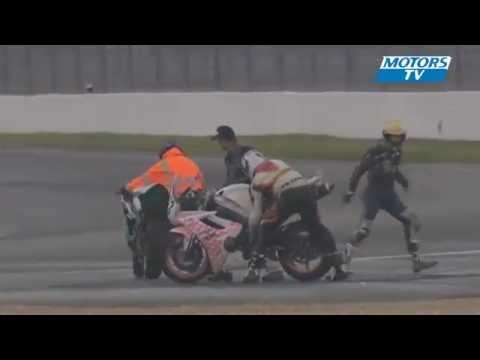 clip 2 moto đua ôm nhau quay tít trên đường đua