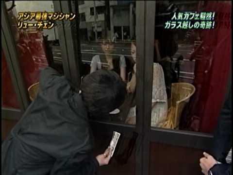 劉謙大師又來表演魔術了,這次竟然來個隔空取物。