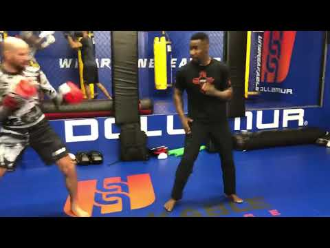 Michael Jai White Training with UFC Fighter Ben Saunders - Thời lượng: 22 giây.