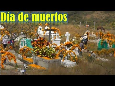 Día de Muertos en Oaxaca, adornando en el Pateón y Ofrenda