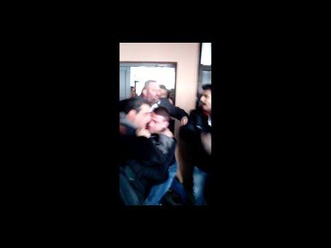 Αμοντάριστα πλάνα από την χθεσινή εισβολή χρυσαυγιτών στο Δημοτικό Σχολείο Ν. Ικονίου Περάματος