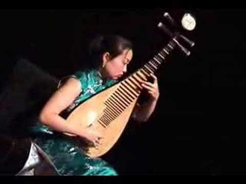 Traditional Chinese music  'The Ambush',  pipa solo by Liu Fang 劉芳琵琶十面埋伏