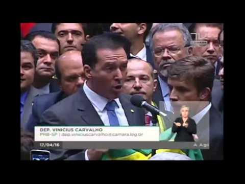 Vinicius Carvalho diz sim ao impeachment