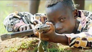 En 1991, Kimmie Weeks a subit lors de son enfance la guerre civile au Liberia. Réfugié dans une école, il se demande encore aujourd'hui comment il avait ...