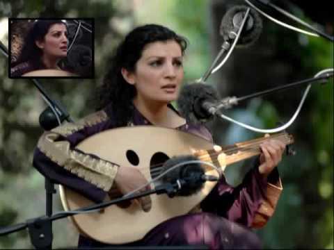 Waed Bouhassoun en concert à Ennejma Ezzahra