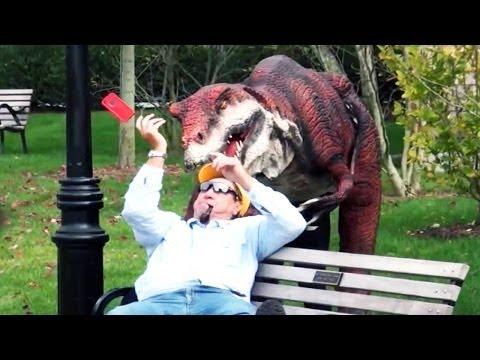 scherzo dinosauro in città!