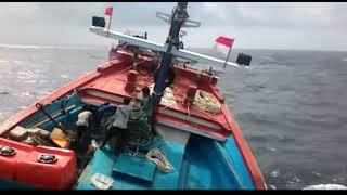 Video Hampir Tenggelam diterpa Ombak Rombongan Kapal Nelayan dari Batang MP3, 3GP, MP4, WEBM, AVI, FLV Oktober 2018