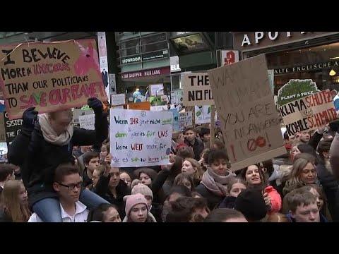 Αμβούργο: Διαδήλωση για το κλίμα με την Γκρέτα