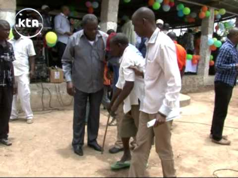 man - Raw: Man hits CORD leader Raila Odinga and Governor Mvurya with a cane in Kinango Watch KTN Live http://www.ktnkenya.tv/live Follow us on http://www.twitter.com/ktnkenya Like us on http://www.fac...