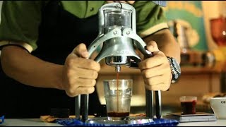 Anda penggemar cappucino atau latte? Tak perlu takut untuk membuat sendiri di rumah dengan alat yang terjangkau kocek tentunya. Wulan Pusponegoro, Coffee Roaster dari Kopi Katalis membagi pengetahuannya untuk anda.