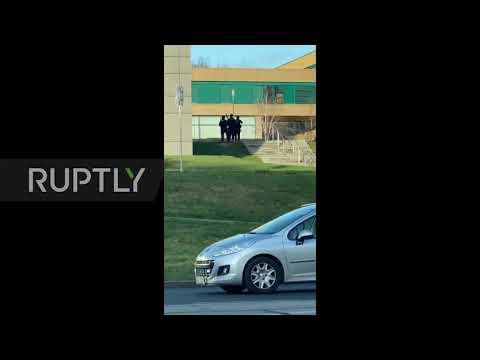 Video - Αυτοπυροβολήθηκε στο αυτοκίνητό του ο δράστης του μακελειού στην Τσεχία!