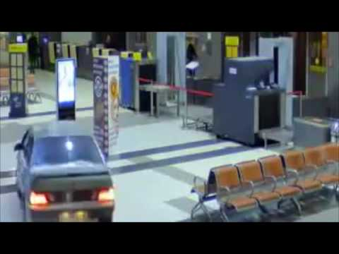 Venäläinen ajaa autollansa lentokentän terminaaliin – Poliisit perässä