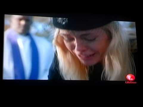 Anna Nicole finds her son Daniel dead.