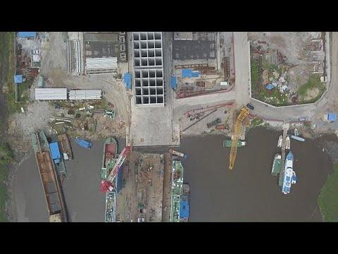 Der Hafen von Abidjan, das Drehkreuz der Elfenbeink ...