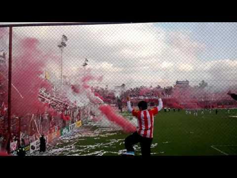 LA HINCHADA MAS GRANDE DEL NORTE - La Banda del Camion - San Martín de Tucumán