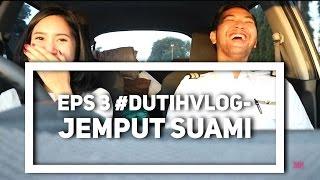 Video EPS 3 #DUTIHVLOG - JEMPUT SUAMI.. MP3, 3GP, MP4, WEBM, AVI, FLV Januari 2019