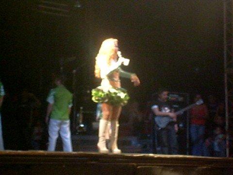 Joelma agradecendo ao prefeito e fãs em Feira Nova/PE