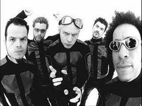 Tekst piosenki Powerman 5000 - Drop the bombshell po polsku