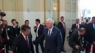 Wakil Presiden Amerika Serikat Mike Pence menyambangi Istana Wakil Presiden, Jakarta, Kamis (20/4/2017).