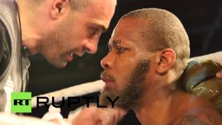 USA: Roy Jones Jr. KOs fan in second round