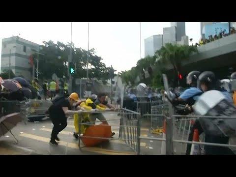 China: Feierlichkeiten in Hongkong - Tausende protest ...