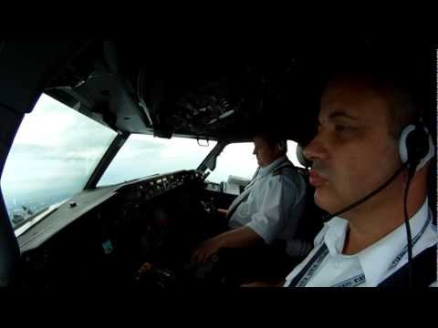 UTair466 Boeing 737-800  Landing at Vnukovo (видео)