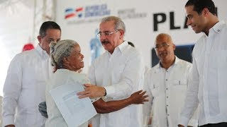 Democratización de la propiedad: Danilo Medina entrega 1,288 títulos a parceleros de Nagua