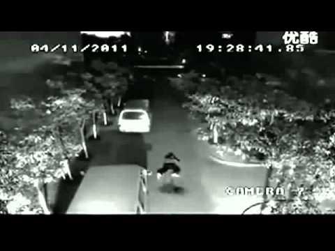Video Seorang Pria Disambar Petir Namun Masih Hidup ( BawelOhBawel.Com )