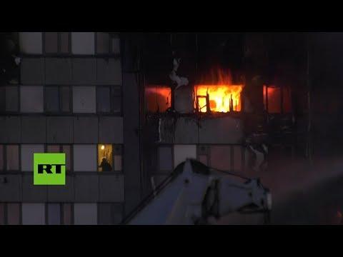 Personas atrapadas en un edificio en llamas: Dramático incendio en Londres (видео)