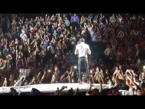 Video Girl Throw Bra to Stage @ Live at Enrique Iglesias 10-10-2014 @ LA Staples Center download in MP3, 3GP, MP4, WEBM, AVI, FLV January 2017
