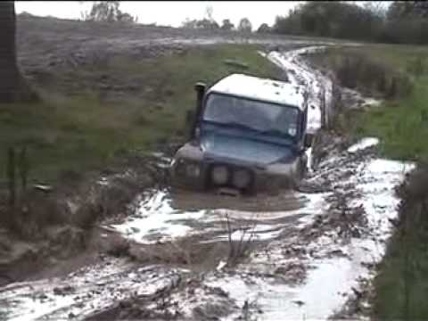 land rover defender v8 90 off road - indistruttibile!