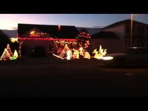 Christmas lights and show with Christmas music 2012
