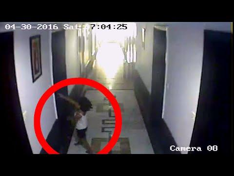 l'ombra di un uomo corre e terrorizza i clienti nel corridoio dell'hotel