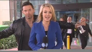 Video Hugh Jackman photobombs reporter Jessica Turner MP3, 3GP, MP4, WEBM, AVI, FLV Januari 2018