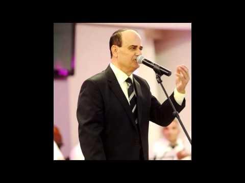 المطرب مصطفى دحلة خلال تدريب - كثير دلالك