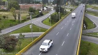 En Vídeo: Ciclista muere tras ser arrollado por un furgón y caer de un puente vehicular en Bogota