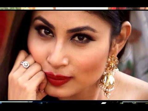 Video Naagin Tv Serial Actress Mouni Roy Hot Photoshoot In Red Saree download in MP3, 3GP, MP4, WEBM, AVI, FLV January 2017