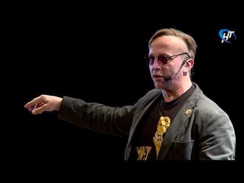 Известный актер и писатель Иван Охлобыстин дал в Великом Новгороде спектакль