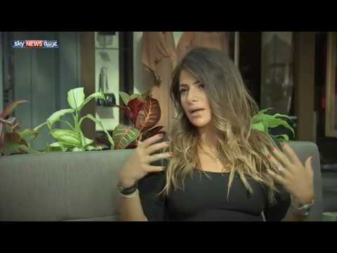 العرب اليوم - شاهد: داليا العلي تنفرد بتصميم الأزياء المستوحاة من عصر الستينيات والسبعينيات