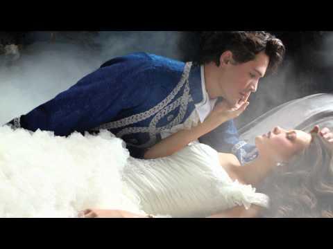 Невесты из сказки - свадебные платья Альфреда Анджело