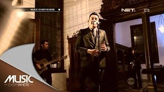 Download Video Tulus - Sahabat Kecil - Music Everywhere MP3 3GP MP4