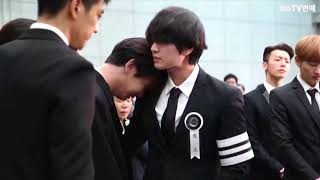 Download Video The late Jonghyun SHINee Member 'Onew -  Kee - Minho  - Taemin' Tearful Whisper Procession MP3 3GP MP4