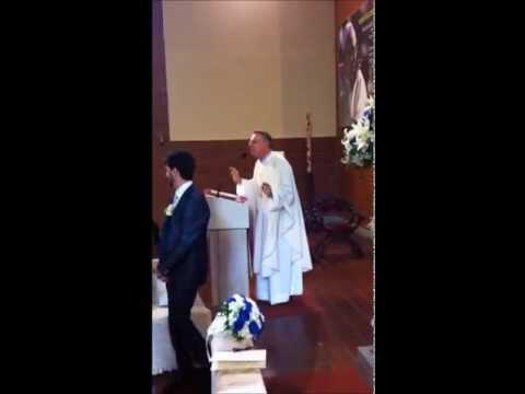Le couple marié est hétéro, peut-on en dire autant du prêtre ?