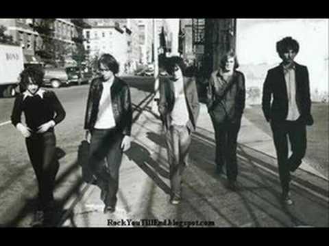 Tekst piosenki The Strokes - A Minor 4-4 po polsku