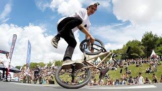 Matthias Dandois danse avec son vélo