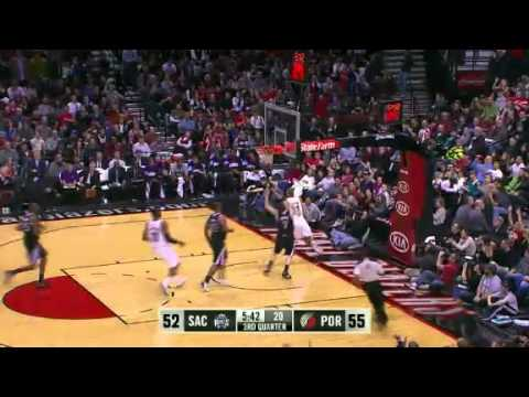 Gerald Wallace fast break to Nicolas Batum